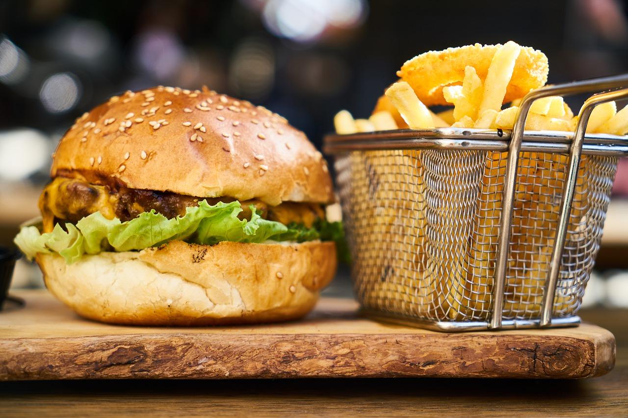 burger, potato, cheeseburger-4215450.jpg